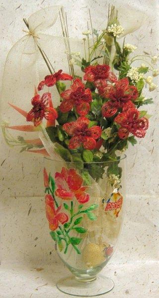 Fiori di nastri e perline rosse composizione vaso rete for Rete con foglie finte