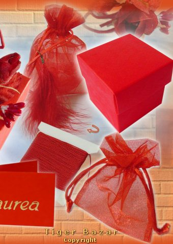 ... idee bomboniere economiche ciondoli charms cordoncino sacchetti in  organza per confetti di laurea bc448f3ecc8b